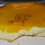 焼きたてチーズタルト専門店PABLO - ・「焼きたてチーズタルト ミディアム(\850)」の断面。