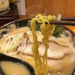北海道らぁ麺 ひむろ - 麺は中太