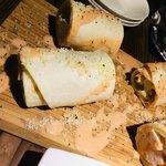 スパニッシュイタリアン ロジカ - ハーブ鶏のトルティーヤロール