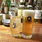 Gyo-Bar - ブラックニッカハイボール ¥190 / スーパードライ ¥390(ハッピーアワー価格)