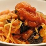 ボーノロッソ - ベーコンと茄子のトマトパスタ