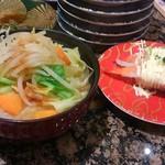 磯のがってん寿司 - 薄味の野菜たっぷりお味噌汁とエビマヨ握り
