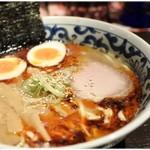 九段 斑鳩 - 煮玉子辛旨濃厚らー麺 880円 これぞ王道のWスープ!と言える完成度の高い一杯です。