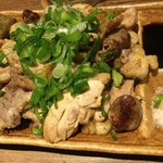 揚鶏屋 伊予 - 石焼鶏の盛り合わせ