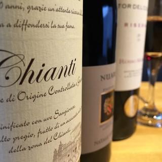 季節に応じて、ソムリエが厳選した美味しいワインのみ提供!!