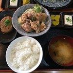 串源屋 - ハンバーグと唐揚げ750円