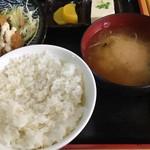 串源屋 - ご飯と味噌汁