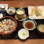 本まる寿司 - 本まるちらし定食