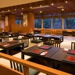 和食 紅葉 - お席はテーブル席と掘りごたつスタイル。