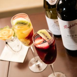世界各国から集めたワインコレクション&自家製サングリア