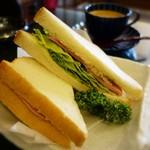 cafe & barなほあ - レタスたっぷりのサンドイッチ