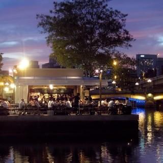 最大300名様まで貸切可能!川沿いや公園席、屋根あり部屋も有