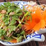 本格タイ料理 バンコク - ヤムパックチー