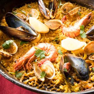 絶品魚介パエリアを始め本格スペイン料理♪