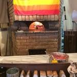 マリーザ浜名湖 - お店のピザ釜です。