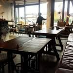カフェ&リビング ウチダ - 店内の雰囲気③