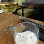 75736944 - 豆乳のムースと白ワイン