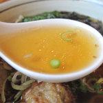 五島軒 - 飛魚の出汁は、スッキリ上品な風味が特徴。油なども使ってないせいか、ラーメンよりうどんつゆみたいな。
