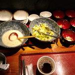 神屋流 博多道場 - 食べ放題の小皿群
