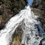 7574943 - 湯滝の優美な姿(滝下から)