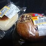 モンペリエ - 料理写真:自社製豚まん(70円)&あん塩パン・セサミ(58円)