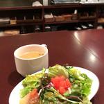 ピエーノ フェスタ - セットのサラダとスープ