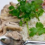 ソンポーン - 2017.11 カオマンガイ(1,100円)茹で鶏ご飯