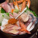 軍ちゃん - 海鮮丼上の具