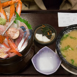 軍ちゃん - 海鮮丼・上の全景