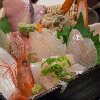 軍ちゃん - 料理写真:地魚ちらし重の具