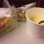 ジュノエスクベーグル - ベーグルサンド2種&スープのランチセット(500円)