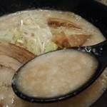 75752042 - 裏竹虎ラーメン スープアップ
