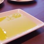 アマポーラ - パンにつけるオリーブオイル