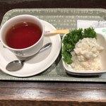 75758271 - 紅茶とポテトサラダ。