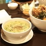アヒル - 濃厚自家製鶏スープ 200円