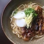 琉球料理 ぬちがふぅ - 炙り軟骨ソーキすば