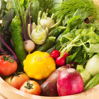 米油で揚げる北海道の新鮮野菜を天婦羅にて。炊き立て釜飯も美味