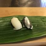 阿津満 - イカとシンコ。シンコのお酢は強めですが、美味しい