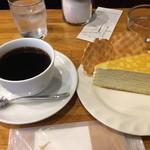 珈琲の店 Paris COFFEE - ブレンドコーヒーとミルクレープのセットで820円