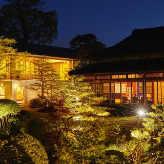 文化財の日本庭園で寛ぎのひと時を