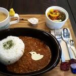 cafe いんこぐらし - 料理写真:ランチにカレー(ドリンク付き)激辛で!