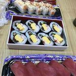 とれとれ市場 鮮魚コーナー - 料理写真:中で売っていたお寿司を食べました