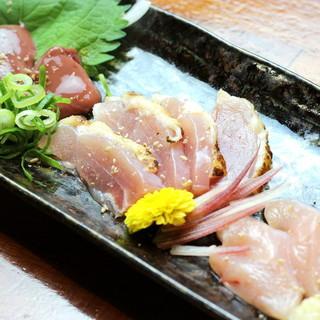 鹿児島第3の黒地鶏「黒さつま鶏」、極上の旨味を生で堪能。