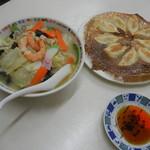 万里長城 - チャンポン&焼き餃子=¥900