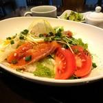 クラシックカフェ - サーモンの塩麹マリネ丼