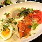 クラシックカフェ - サーモンの塩麹マリネ丼 アップ