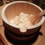 韮崎むぎとろ - 固めに炊いてある麦飯