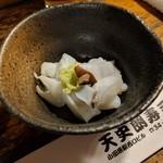 天史朗寿司 - お通し(アオリイカのゲソ)