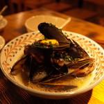VECTOR BEER FACTORY - 活ムール貝のビール蒸し