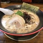 十代目 哲麺 - とんこつよ。脂なし言うの忘れた^_^; 麺リフトも忘れた。細麺ね。